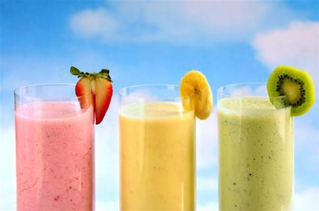 6357000976689392371906650110_summer-smoothies